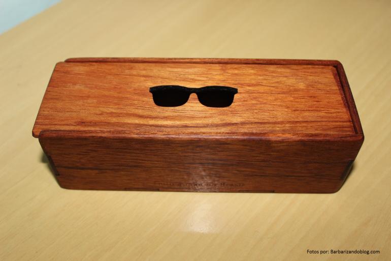 Essa é a caixinha que recebi para guardar meu óculos. Segundo meu namorado, essa caixinha é da nova coleção =) !